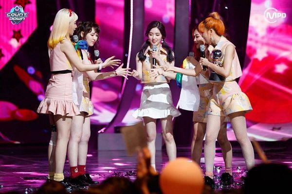 Tags: SM Town, K-Pop, Television Show, Red Velvet, Irene, Yeri, Joy, Wendy, Kang Seul-gi, Multi-colored Shirt, Twin Tails, Full Body