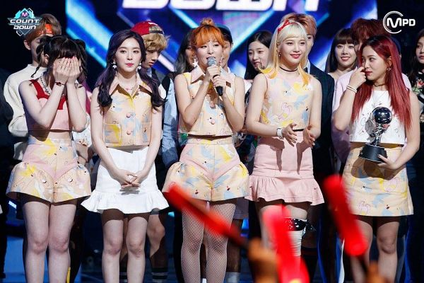 Tags: SM Town, Television Show, K-Pop, Red Velvet, Kang Seul-gi, Irene, Yeri, Joy, Wendy, Shorts, Trophy, Skirt