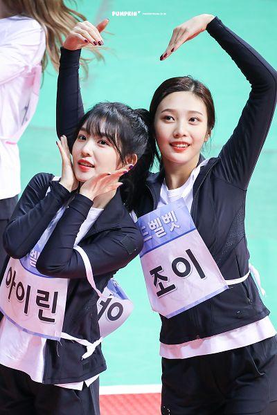 Tags: SM Town, K-Pop, Red Velvet, Irene, Joy, Heart Gesture, Hair Up, Two Girls, Black Outerwear, Blunt Bangs, Duo, Hand On Cheek