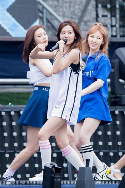 Tags: SM Town, K-Pop, Red Velvet, Dumb Dumb, Kang Seul-gi, Joy, Wendy, Live Performance, Android/iPhone Wallpaper