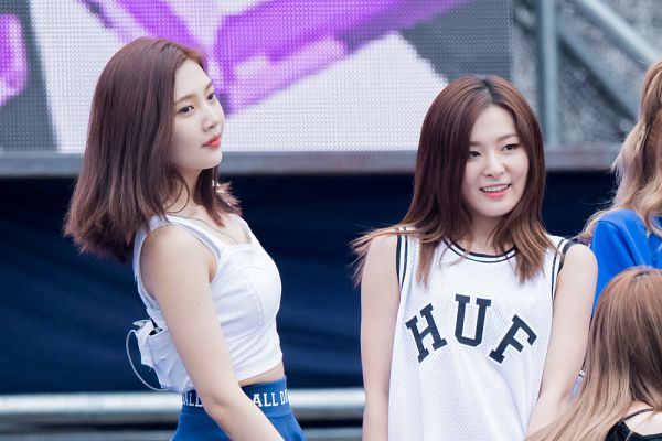 Tags: SM Town, K-Pop, Red Velvet, Dumb Dumb, Kang Seul-gi, Joy, Live Performance
