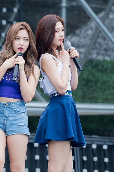 Tags: SM Town, K-Pop, Red Velvet, Dumb Dumb, Yeri, Joy, Live Performance, Android/iPhone Wallpaper