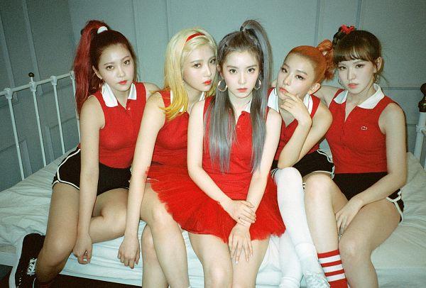 Tags: SM Town, K-Pop, Red Velvet, Russian Roulette (song), Joy, Wendy, Kang Seul-gi, Irene, Yeri, Backstage, Wallpaper