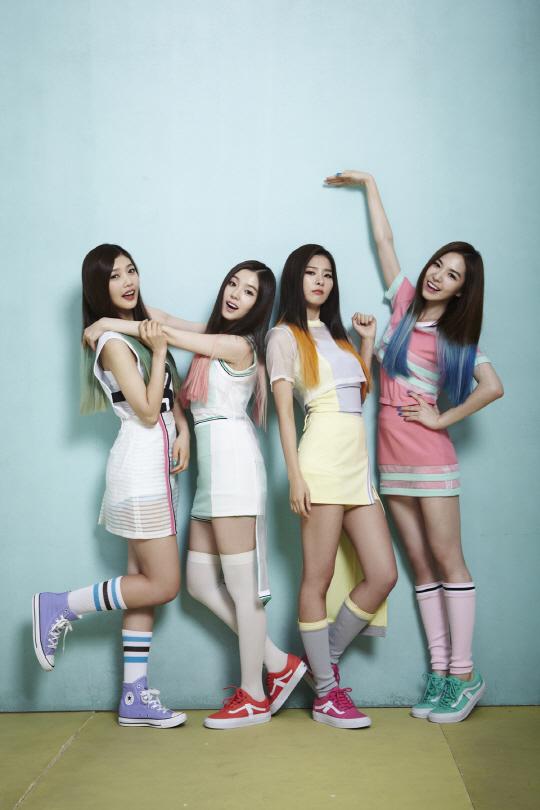 Tags: SM Town, K-Pop, Red Velvet, Wendy, Kang Seul-gi, Irene, Joy, Red Hair, Arm Around Shoulder, Green Hair, Standing On One Leg, Pink Legwear