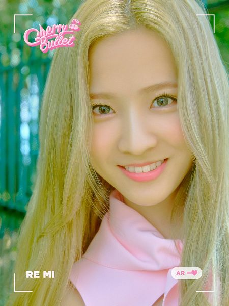 Tags: K-Pop, Cherry Bullet, Remi, Text: Artist Name, Green Background, Scarf, Pink Neckwear, Blonde Hair