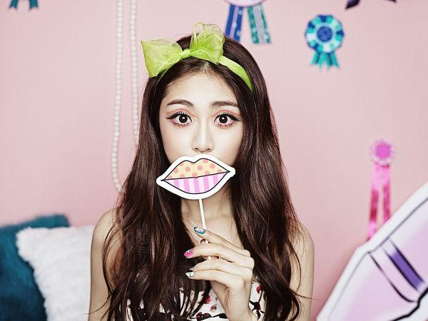 Tags: Ladies Code, Pretty Pretty, RiSe, Hair Bow, Green Bow, Bow, Covering Mouth