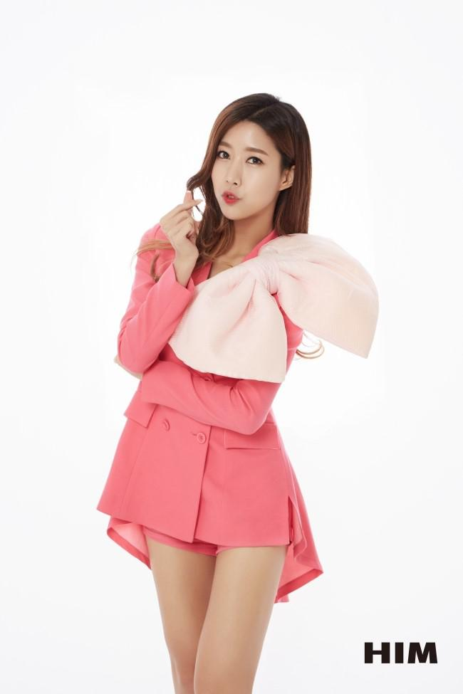 Tags: K-Pop, OhBliss, Roa (OhBliss), Bow, Light Background, Pink Shorts, White Background, Pink Outerwear, Pink Jacket, Heart Gesture, Pink Outfit, Shorts
