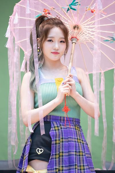 Tags: K-Pop, fromis 9, Roh Jisun, Looking Ahead, Blue Eyes, Ponytail, Nail Polish, Tank Top, Bare Shoulders, Sleeveless, Umbrella, Purple Skirt