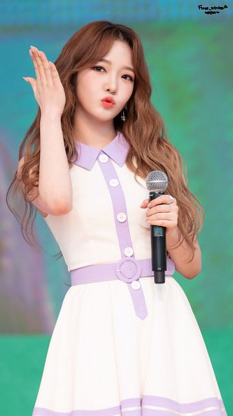Tags: K-Pop, fromis 9, Roh Jisun, White Outfit, Holding Object, Gray Eyes, White Dress, Kiss, Wavy Hair