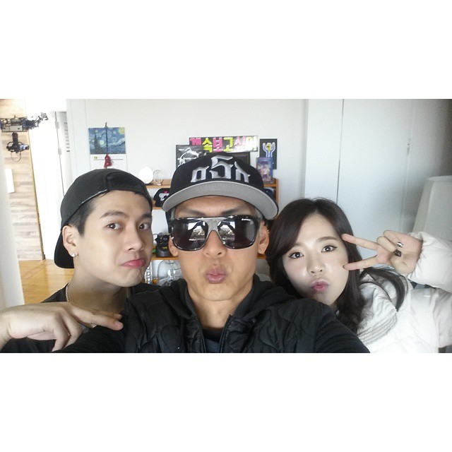 Tags: K-Pop, G.O.D, Girls' Generation, Jackson, Sunny, Park Joon-hyun, V Gesture, Trio, Hat, Glasses, Sunglasses, Selca