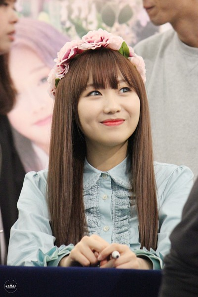 Tags: K-Pop, Lovelyz, Ryu Sujeong, Bangs, Mobile Wallpaper, Fansigning Event