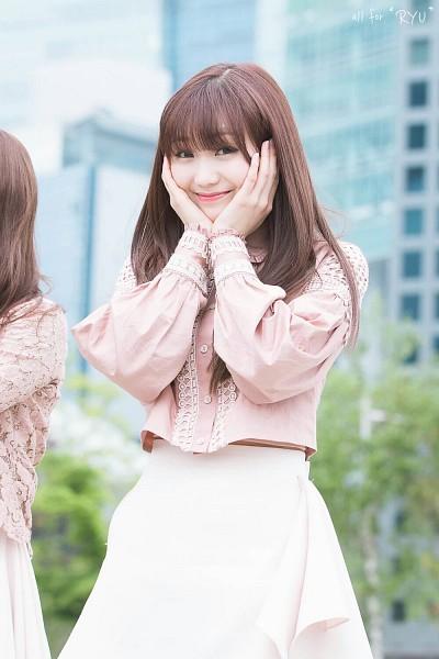 Tags: K-Pop, Lovelyz, Ryu Sujeong, Bangs, Mobile Wallpaper