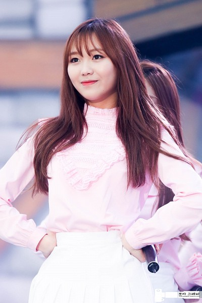 Tags: K-Pop, Lovelyz, Ryu Sujeong, Bangs, Red Lips, Live Performance, Mobile Wallpaper