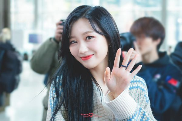Tags: K-Pop, Lovelyz, Ryu Sujeong, Ring, White Outerwear, Wavy Hair, Airport, Cardigan, White Jacket, Ryuvly Dayz
