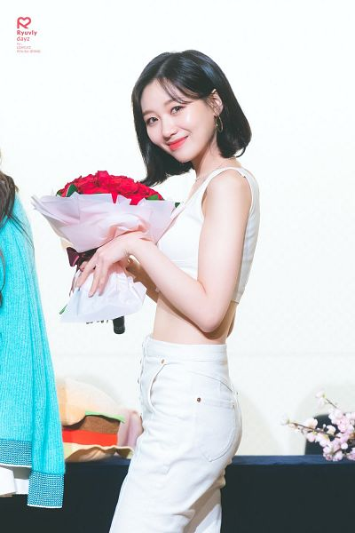 Tags: K-Pop, Lovelyz, Ryu Sujeong, White Pants, Medium Hair, Jeans, Midriff, Flower, Bouquet, Light Background, Blue Jacket, White Background