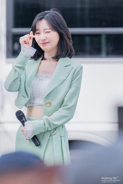 Tags: K-Pop, Lovelyz, Ryu Sujeong, Heart Gesture, Green Outerwear, Green Skirt, Skirt, Midriff, Wink, Choker, Medium Hair, Outdoors