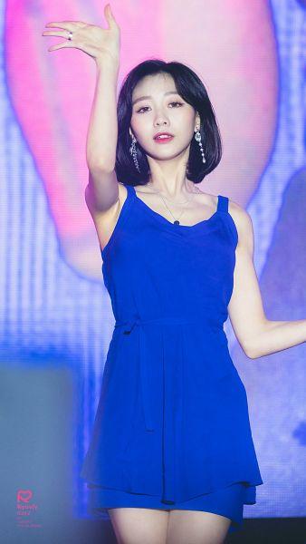 Tags: K-Pop, Lovelyz, Ryu Sujeong, Sleeveless Dress, Sleeveless, Blue Dress, Wave, Blue Outfit, Bare Shoulders, Bare Legs, Medium Hair, Collarbone