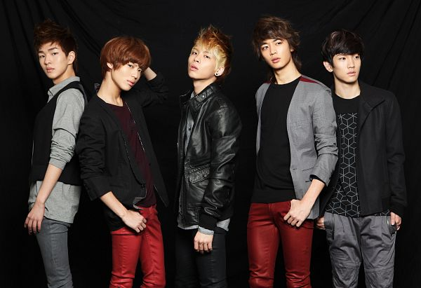 Tags: K-Pop, SHINee, Ring Ding Dong, Choi Minho, Key (Shinee), Kim Jonghyun, Taemin, Onew, Gray Outerwear, Leather Jacket, Five Males, Hand In Pocket
