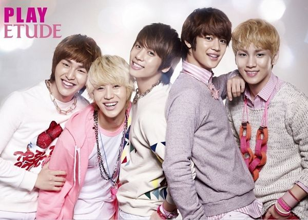 Tags: K-Pop, SHINee, Choi Minho, Key (Shinee), Taemin, Kim Jonghyun, Onew, White Background, Bracelet, Five Males, Pink Jacket, Hand In Pocket