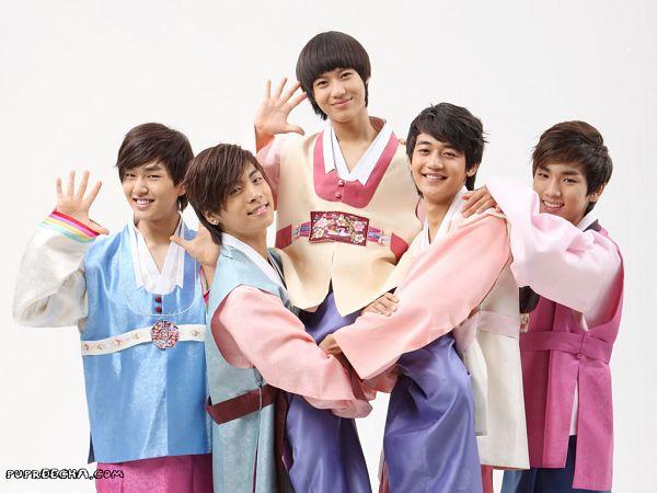 Tags: K-Pop, SHINee, Kim Jonghyun, Onew, Choi Minho, Taemin, Key (Shinee), Hand On Shoulder, Light Background, Blue Shirt, Traditional Clothes, White Background