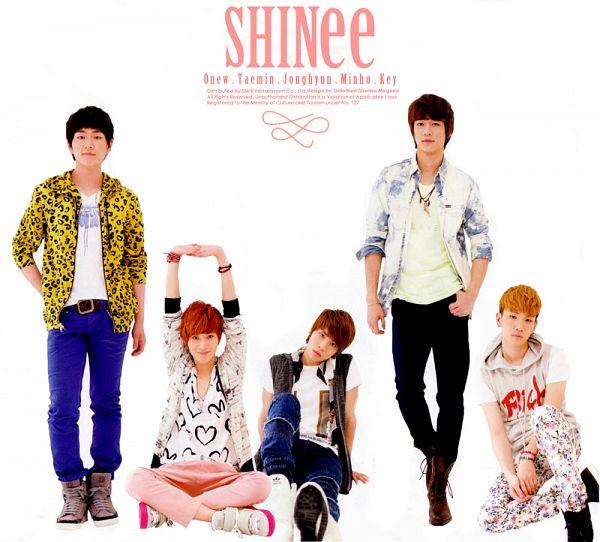 Tags: K-Pop, SHINee, Onew, Choi Minho, Key (Shinee), Taemin, Kim Jonghyun, Text: Artist Name, Light Background, White Outerwear, Jeans, Five Males