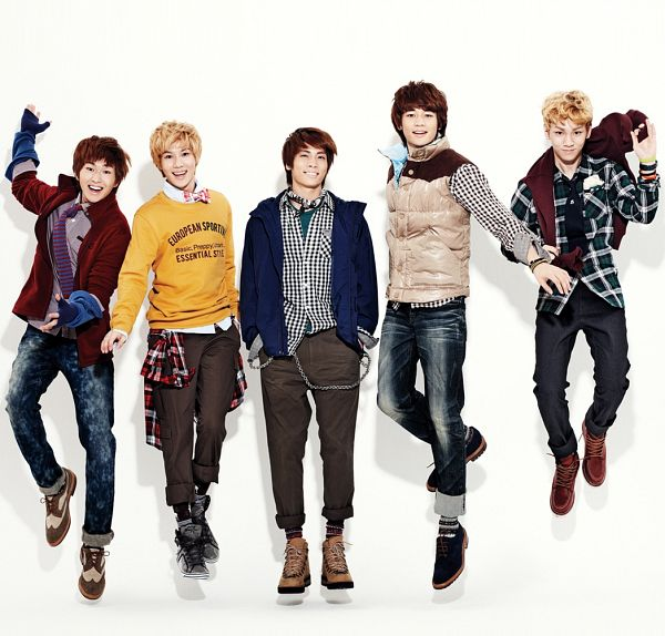 Tags: K-Pop, SHINee, Onew, Choi Minho, Taemin, Key (Shinee), Kim Jonghyun, Yellow Outerwear, Boots, Light Background, Fingerless Gloves, Socks