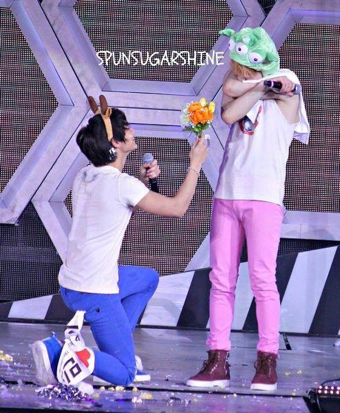 Tags: K-Pop, SHINee, Choi Minho, Key (Shinee), Blue Pants, Green Headwear, Animal Ears, Looking Down, Covering Eyes, Pink Pants, Covering Face, Duo