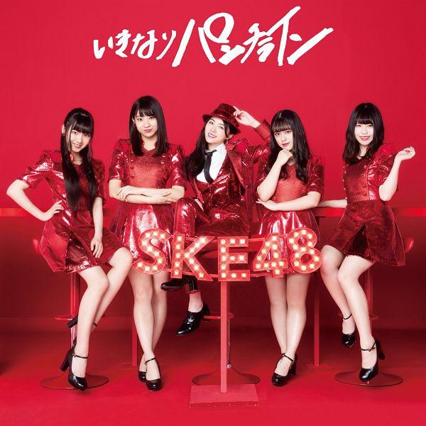 Tags: J-Pop, SKE48, Ikinari Punch Line, Sato Kaho, Takeuchi Saki, Sugawara Maya, Suenaga Oka, Matsui Jurina, Red Pants, Red Headwear, Chair, Blunt Bangs