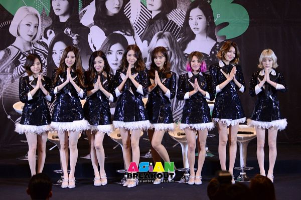 Tags: K-Pop, Girls' Generation, Sooyoung, Kim Hyo-yeon, Stephanie Young Hwang, Seohyun, Sunny, Im Yoona, Kim Tae-yeon, Kwon Yuri, Full Group, Matching Outfit