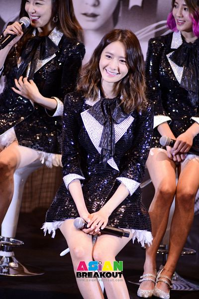 Tags: K-Pop, Girls' Generation, Kim Hyo-yeon, Stephanie Young Hwang, Im Yoona, Black Bow, Trio, Three Girls, Matching Outfit, Sitting On Chair, Black Outerwear, Chair