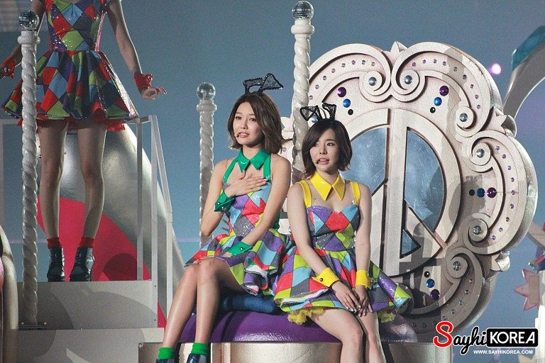 Tags: K-Pop, Girls' Generation, Sooyoung, Sunny, Two Girls, Animal Ears, Duo, Checkered Dress, Looking Ahead, Medium Hair, Checkered, Hand On Chest