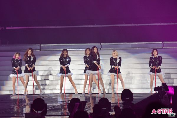 Tags: K-Pop, Girls' Generation, Sunny, Seohyun, Kim Tae-yeon, Kwon Yuri, Sooyoung, Kim Hyo-yeon, Stephanie Young Hwang, Black Outerwear, Medium Hair, Black Jacket