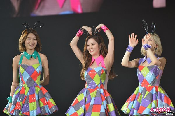 Tags: K-Pop, Girls' Generation, Seohyun, Kim Tae-yeon, Sooyoung, Animal Ears, Checkered Dress, Trio, Heart Gesture, Looking Ahead, Matching Outfit, Three Girls