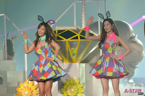 Tags: K-Pop, Girls' Generation, Seohyun, Kwon Yuri, Duo, Hand On Hip, Animal Ears, Wave, Looking Ahead, Matching Outfit, Two Girls, Black Headwear