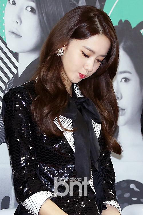 Tags: K-Pop, Girls' Generation, Im Yoona, Black Outerwear, Black Neckwear, Black Jacket, Eyes Closed, SNSD Phantasia Concert