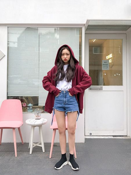 Tags: Fashion, Sae-eun, Jeans, Make Up, Shoes, Denim Shorts, Sneakers, Outdoors, Hand On Hip, Bare Legs, Hood, Wavy Hair