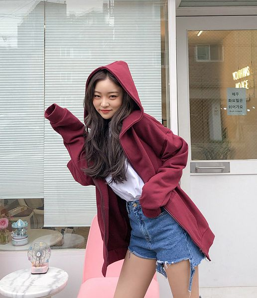 Tags: Fashion, Sae-eun, Jeans, Red Jacket, Hoodie, Outdoors, Blue Pants, Close Up, Make Up, Wavy Hair, Red Outerwear, Hood