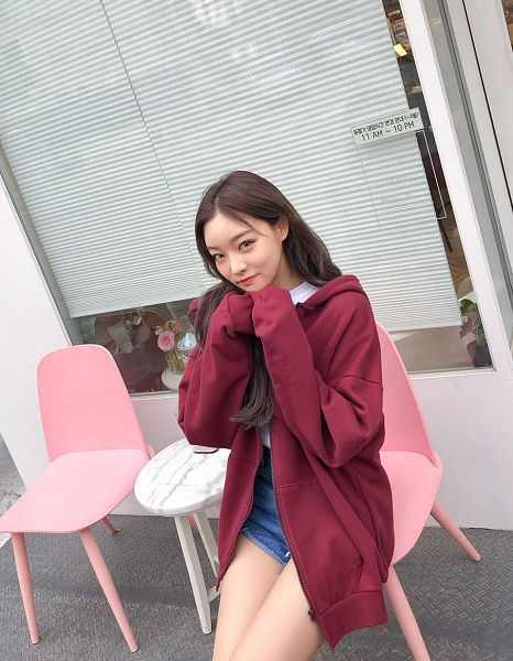 Tags: Fashion, Sae-eun, Blue Pants, Sitting On Chair, Red Outerwear, Make Up, Wavy Hair, Denim Shorts, Chin In Hand, Shorts, Bare Legs, Hood