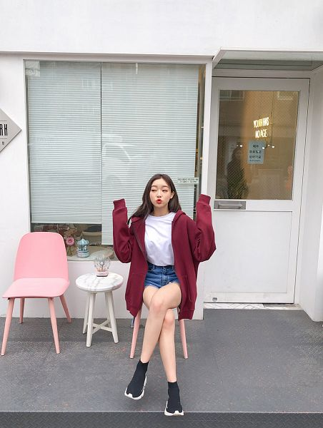 Tags: Fashion, Sae-eun, Blue Pants, Hoodie, Denim Shorts, Jeans, Arms Up, Outdoors, Sitting On Chair, Bare Legs, Chair, Make Up