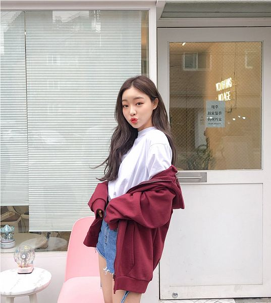 Tags: Fashion, Sae-eun, Hood, Jeans, Denim Shorts, Hoodie, Outdoors, Red Jacket, Close Up, Blue Pants, Wavy Hair, Pouting