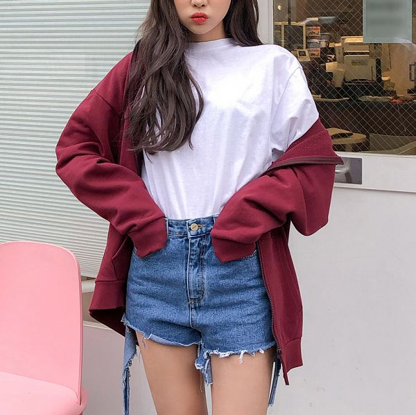 Tags: Fashion, Sae-eun, Jeans, Red Jacket, Close Up, Pouting, Blue Pants, Hand In Pocket, Red Outerwear, Make Up, Wavy Hair, Face Cut Off