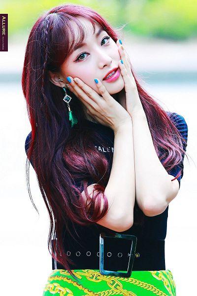 Tags: K-Pop, Nature, Saebom, Hand On Head, Hand On Cheek, Nail Polish, Belt, Make Up, Red Hair, Skirt, Green Eyes, Green Skirt