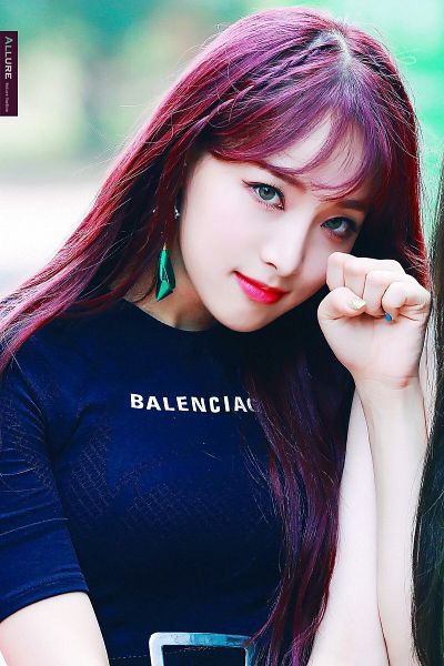 Tags: K-Pop, Nature, Saebom, Fist, Green Eyes, Belt, Nail Polish, Red Hair, Make Up