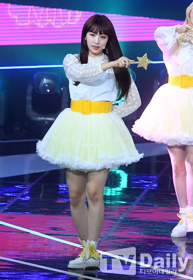 Tags: K-Pop, Nature, Saebom, Yellow Skirt, Matching Outfit, White Footwear, Belt, Weapons, Bare Legs, Skirt, Wand, Full Body