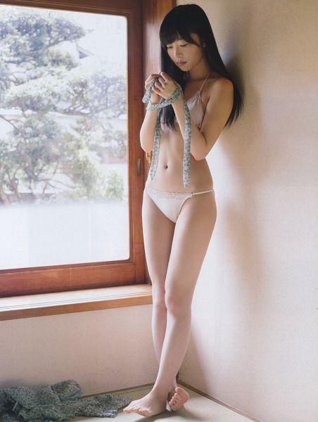 Tags: J-Pop, HKT48, Sashihara Rino, Collarbone, Suggestive, Bare Legs, Window, Eyes Half Closed, Midriff, Crossed Legs (Standing), Looking Down, Barefoot