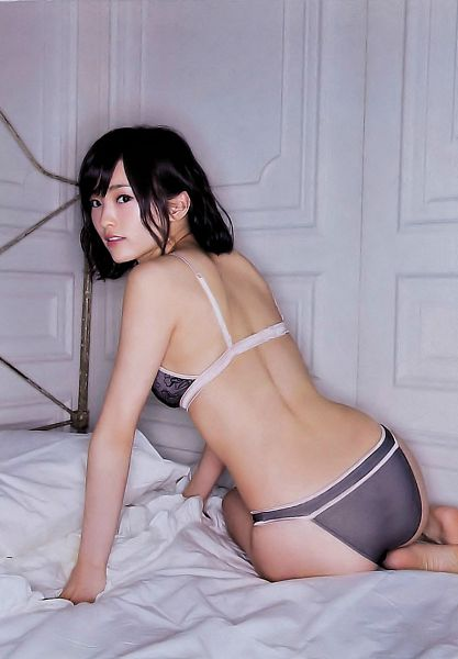 Tags: J-Pop, NMB48, Sayaka Yamamoto, Lingerie, Bed, Barefoot, Bare Back, Bra, Cleavage, Medium Hair, Back, Looking Back