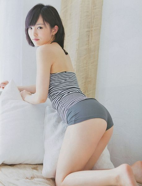Tags: NMB48, Sayaka Yamamoto, Pillow, Kneeling, Bed, Suggestive, Looking Back, Android/iPhone Wallpaper