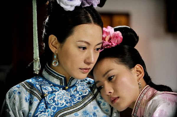 Tags: C-Drama, Liu Shishi, Annie Liu, Traditional Clothes, Pink Flower, Two Girls, Flower, Chinese Clothes, Duo, Hand On Shoulder, Scarlet Heart