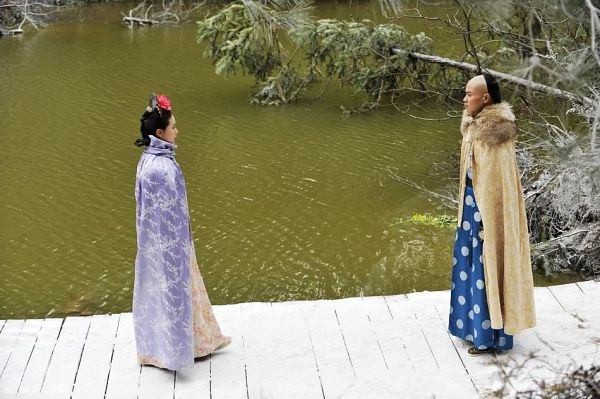 Tags: C-Drama, Liu Shishi, Kevin Cheng, Looking At Another, Cape, Snow, Couple, Duo, Fur, Partially Bald, Chinese Clothes, Traditional Clothes
