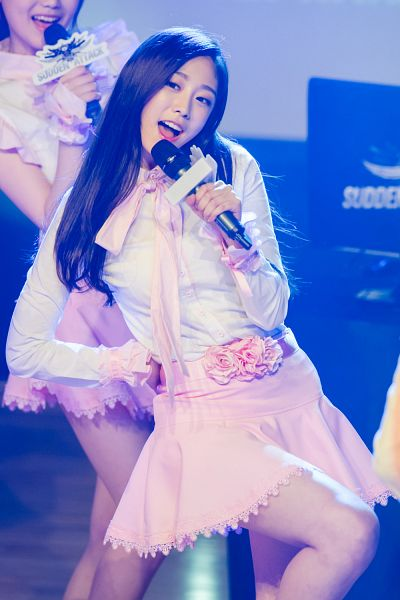 Tags: K-Pop, Lovelyz, Seo Jisoo, Live Performance, Android/iPhone Wallpaper